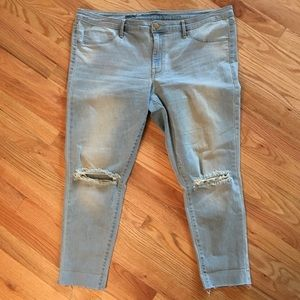 Mossimo mid rise distressed denim legging crop 18